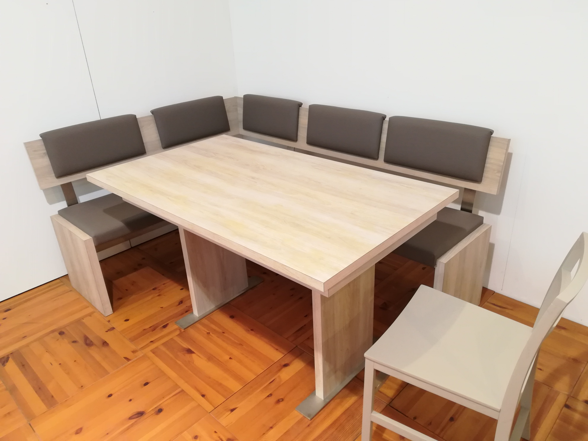 Panca e tavolo € 1.275,00